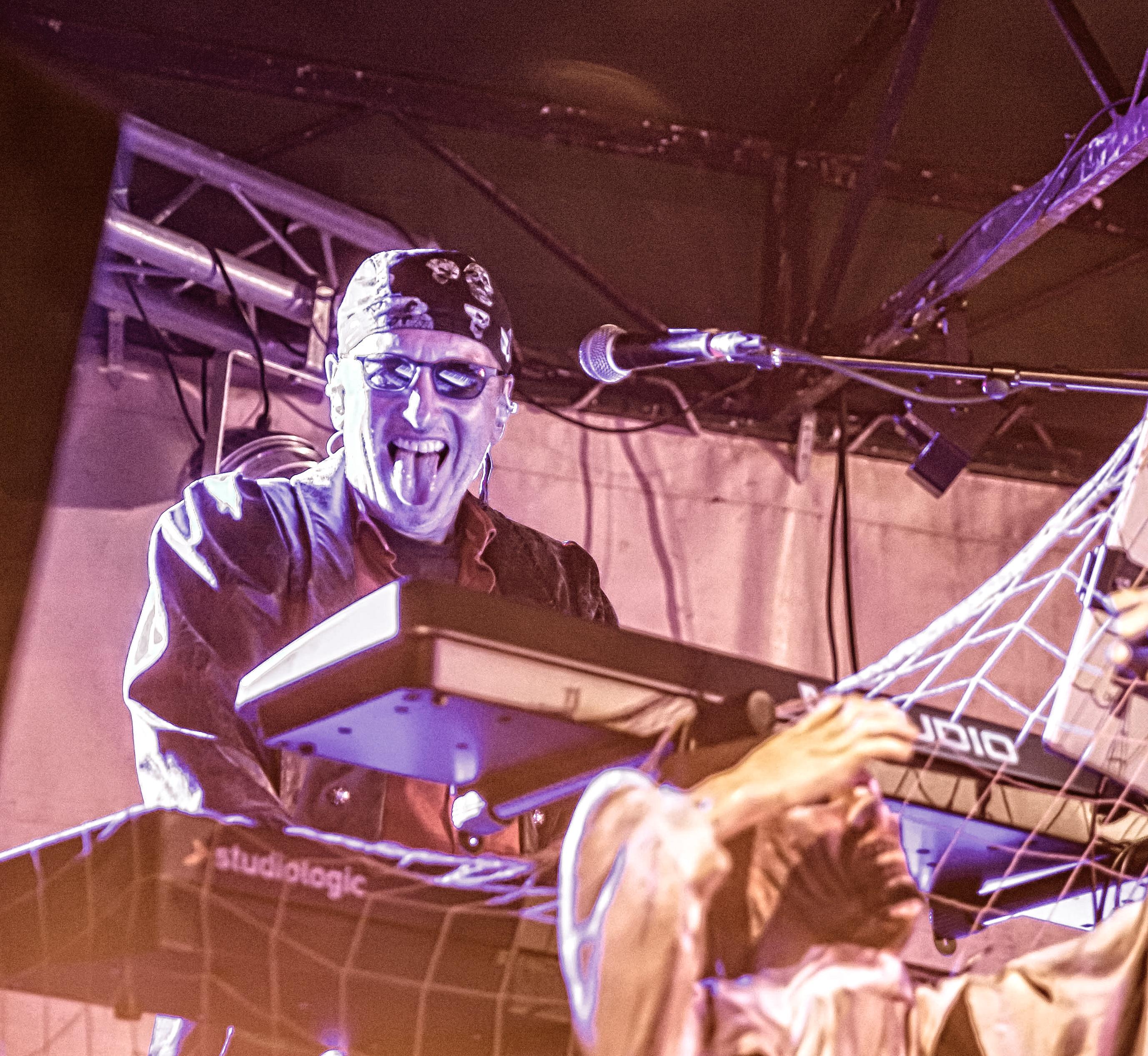 Das Bandmitglied Chris M. Janson